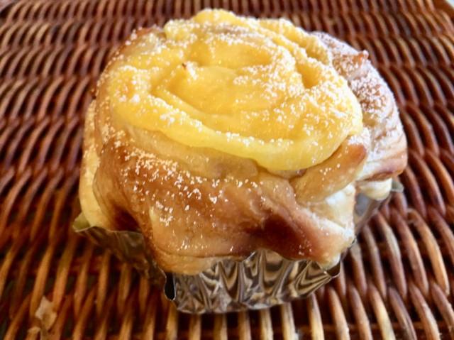 しっとりふわっとなメイプル生地&自家製カスタードの菓子パン[メイプルカスタードロール ]