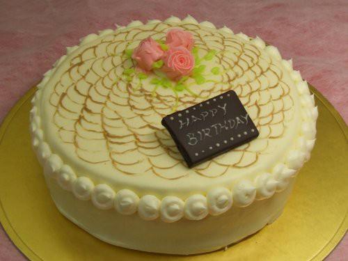 レース上のバラ、バターデコレーションケーキ19cm