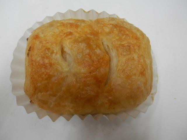 奇跡の30年自家製天然酵母チーズフレキー.クロワッサン生地にたっぷりとチーズを入れて焼いた贅沢なぱんです。