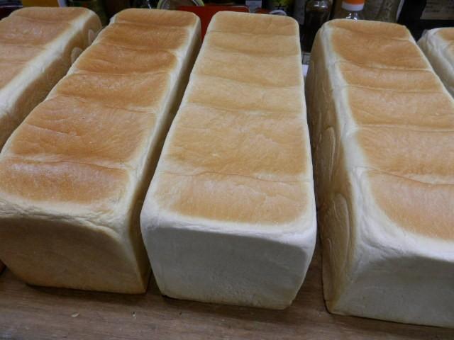 奇跡の30年自家製天然酵母食パン 何処にもあるパンとは一味違うパン職人の自信作です。食べ比べると美味しさの違いが分かります。