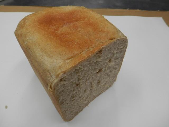 奇跡の30年自家製天然酵母ライ麦食パン。日本人に食べやすいライ麦食パンで食事制限対応食パンです。