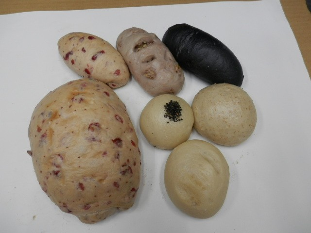 奇跡の30年自家製天然酵母ぱんGセット。どーんと大きなクランベリーパンがインパクトが有りその美味しさに感動します。