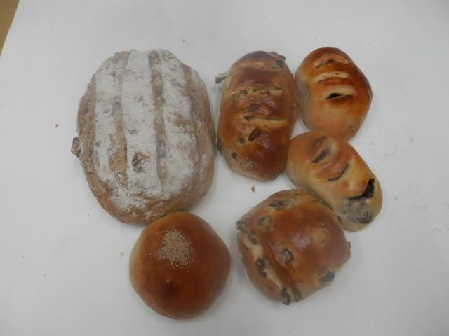 奇跡の30年自家製天然酵母パン  セットAA1。カレンズが特にお奨めで自家製酵母パンの良さを感じられます。