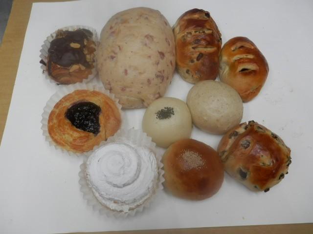 奇跡の30年自家製天然酵母パン  AA4.どのパンを食べても満足の行く美味しいパンのセットです。