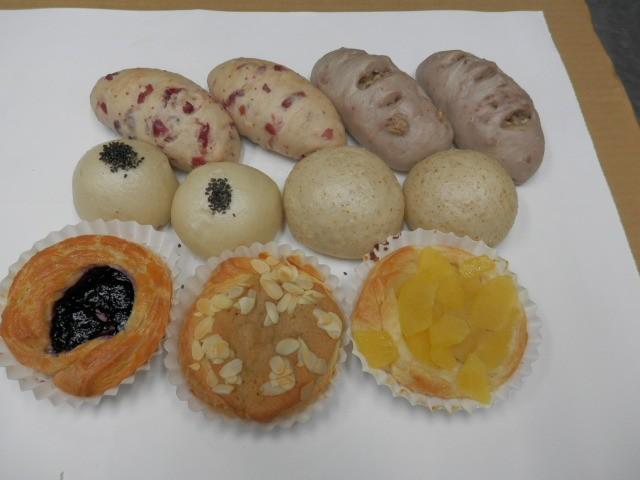 奇跡の30年自家製天然酵母ぱん K セット。有機胡麻あんぱんがお奨めです。和菓子の感じの珍しいあんぱんです。