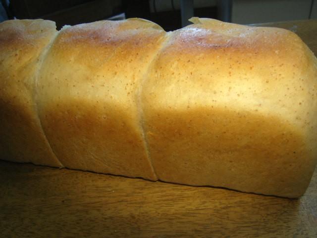 奇跡の30年自家製天然酵母全粒粉食パン。究極の低カロリー食パンでずっしり重くこれぞ本当の天然酵母ぱんです。