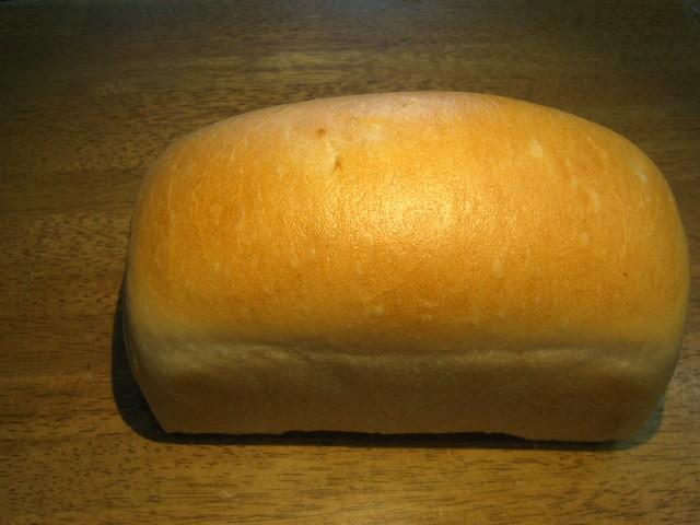奇跡の30年自家製天然酵母田舎食パン。リンデンバウムの基本の天然酵母ぱんで、パン職人の技が解ります。