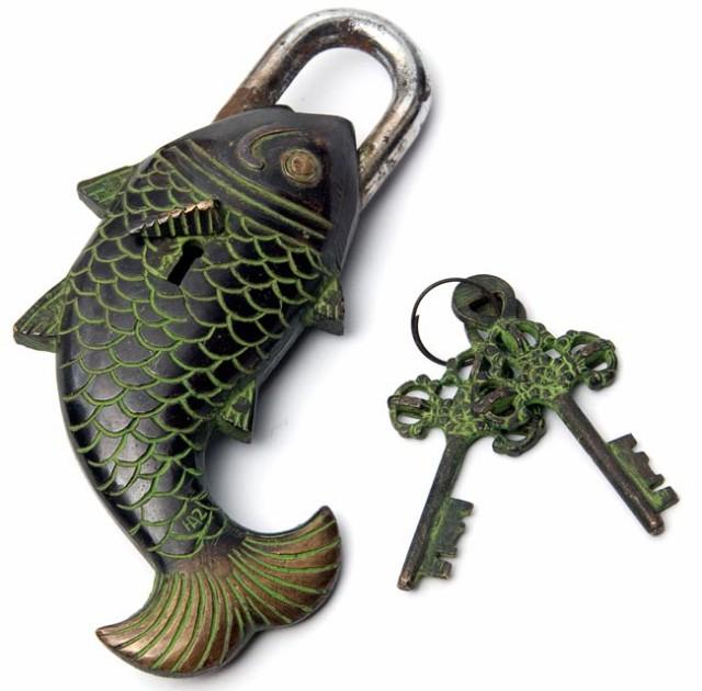 【送料無料】 マツヤ 魚型からくり南京錠 黒色 / 鍵 ロック 吉祥柄 吉兆柄 インド エスニック アジア 雑貨