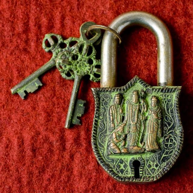 アンティック風南京錠 ラーマーヤナ(緑) / アンティーク 鍵 レトロ インド エスニック アジア 雑貨