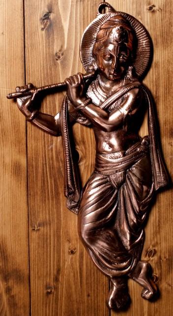 【送料無料】 〔壁掛けタイプ〕インドの神様ウォールハンギング 笛を奏でる クリシュナ〔53cm〕 / 壁掛け像 様像 金運 幸運 置物 エスニ